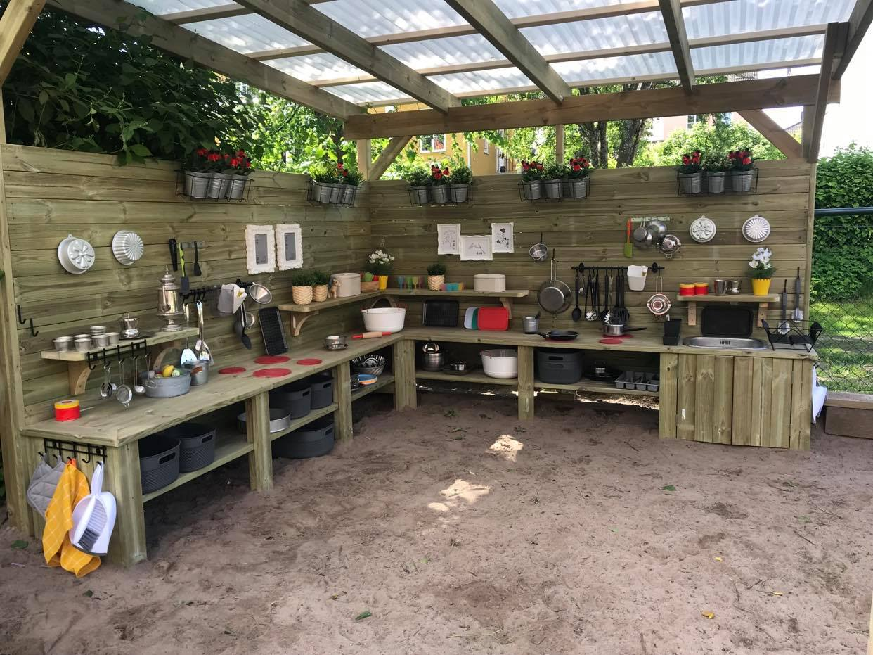 Mud kitchen Cosmos Montessoriförskola